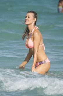 Joanna Krupa Looks Hot In Bikini