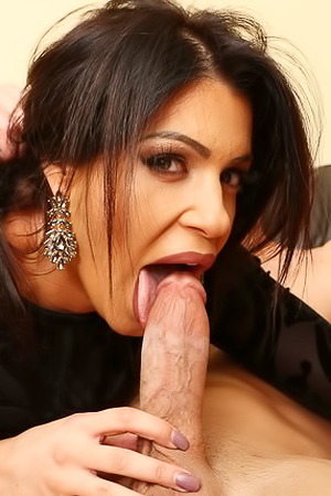 The Squirting Housewives: Nikki Capone