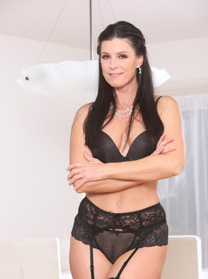 Busty Milf India Summer Gets Cock In Shaved Fuckhole