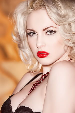 Hot Carissa White Channels One Miss Marilyn Monroe