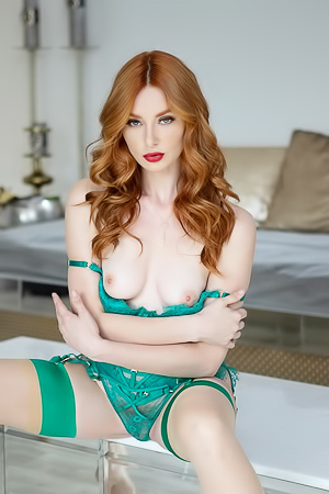 Lacy Lennon strips out of green lingerie in the living room